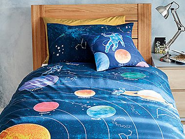 Kids' bedding on single bed